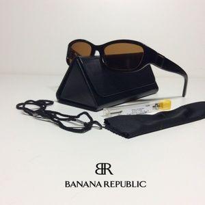Womans Banana Republic Susan's Sunglasses EUC 💋